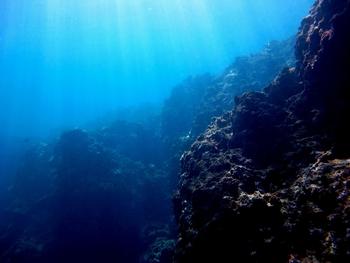 青の洞窟 幻想的な光