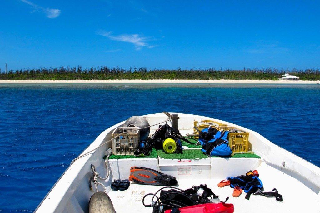 ボートから見える水納島