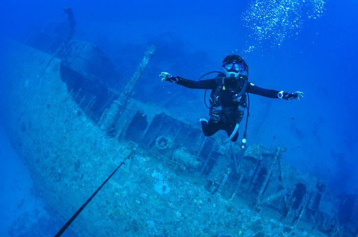 沖縄エモンズ ダイビング 古宇利島の沈没船