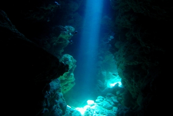 瀬底島 ラビリンスの幻想的な光