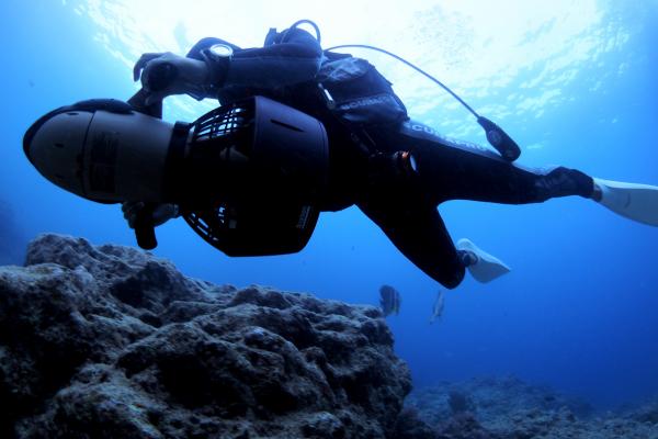 女性でも軽い水中スクーター SEADOO SEASCOOTER