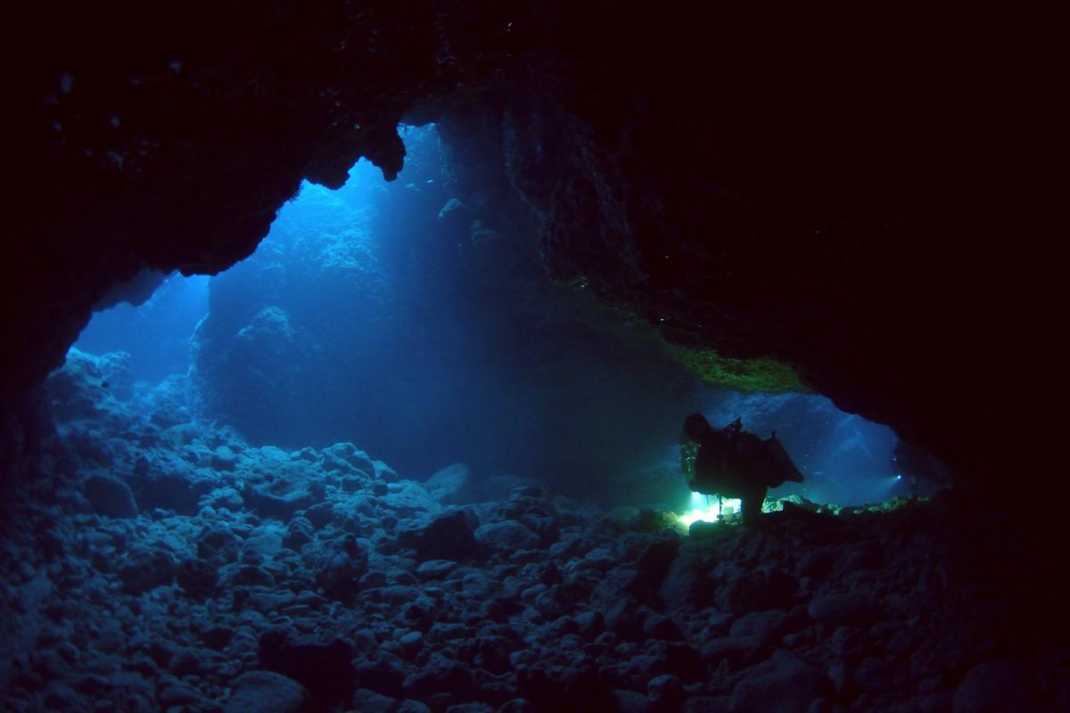 沖縄恩納村 青の洞窟 人気のダイビングスポット