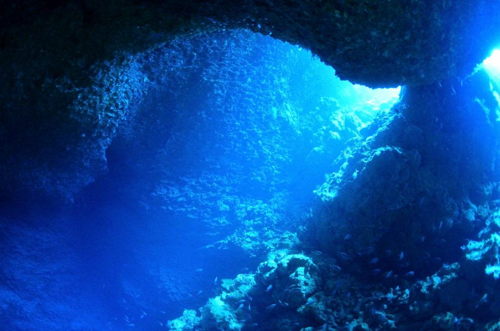 伊江島 オホバの大洞窟の景色