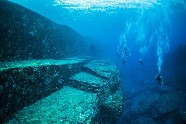 与那国海底遺跡 古代遺跡説VS自然地形説