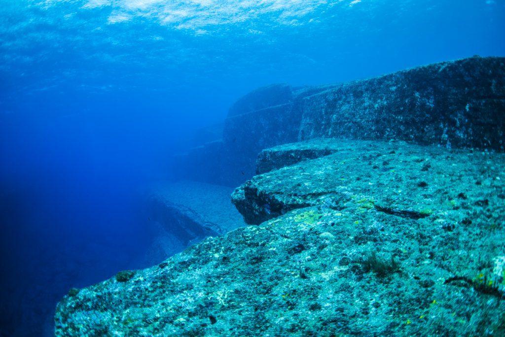 沖縄 与那国海底遺跡 メインテラスの全体