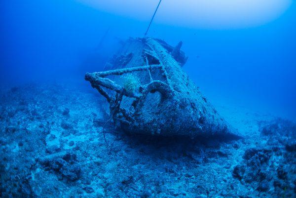 エモンズ (USS EMMONS) 沈没船・船首からの全景