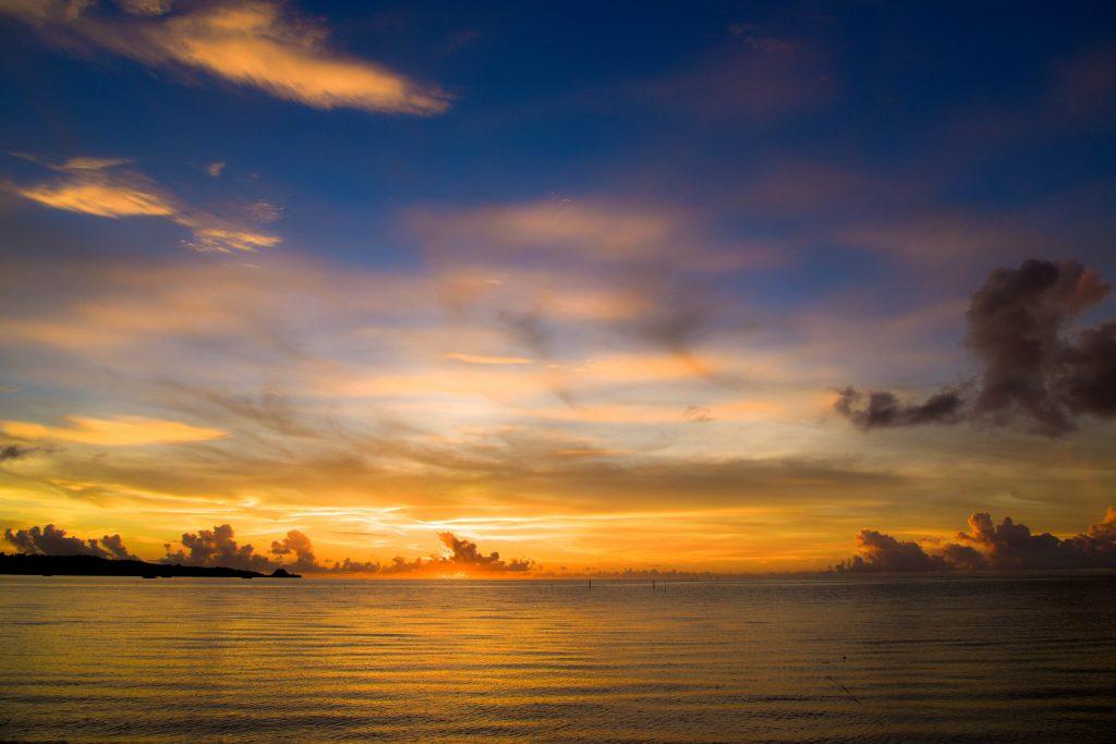 恩納村 陸も綺麗 シークレットビーチの夕陽