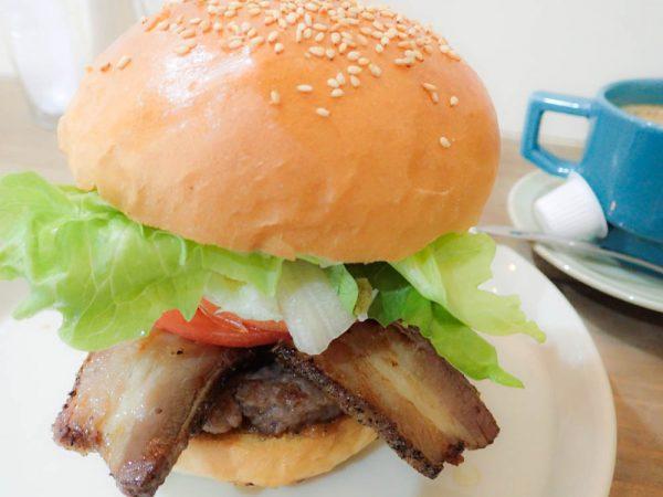 崎本部でこだわりのがっつりハンバーガー