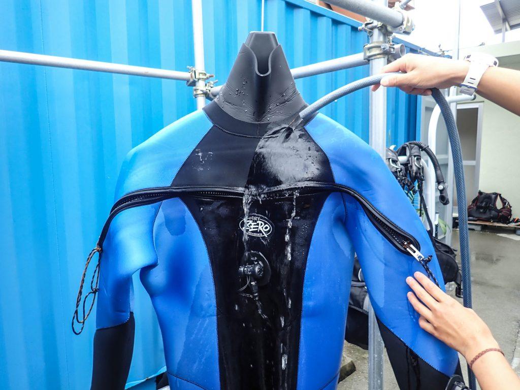ドライスーツ ダイビング後の洗い方