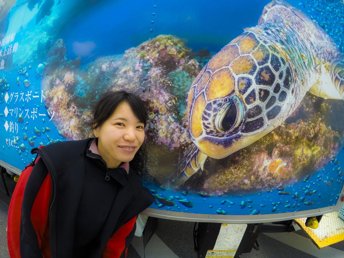 インスタ映え・ウミガメと記念撮影
