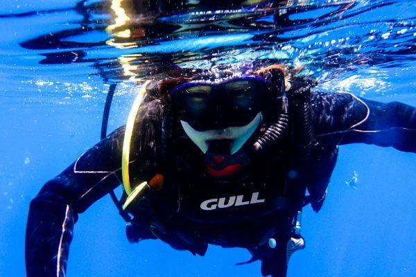 沖縄の青い海で、オープンウォーターダイバー誕生!!