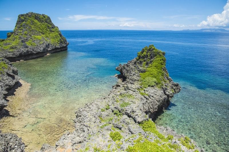 沖縄百景の景勝地・真栄田岬 東シナ海を一望できる展望台