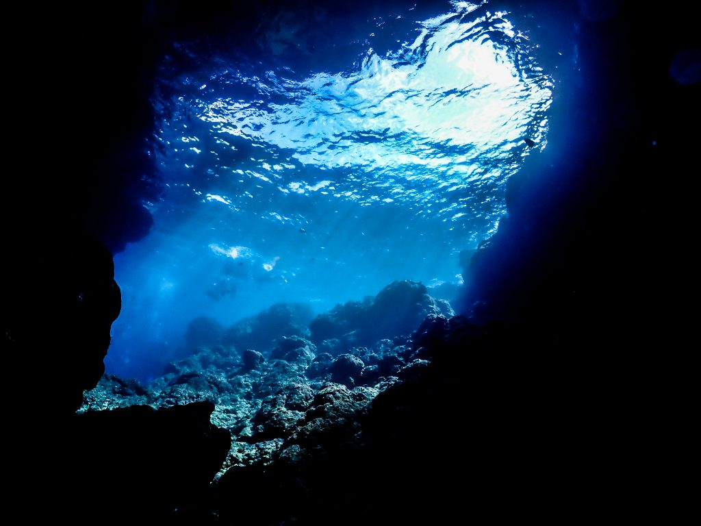 沖縄 地形ダイビングでアドバンス