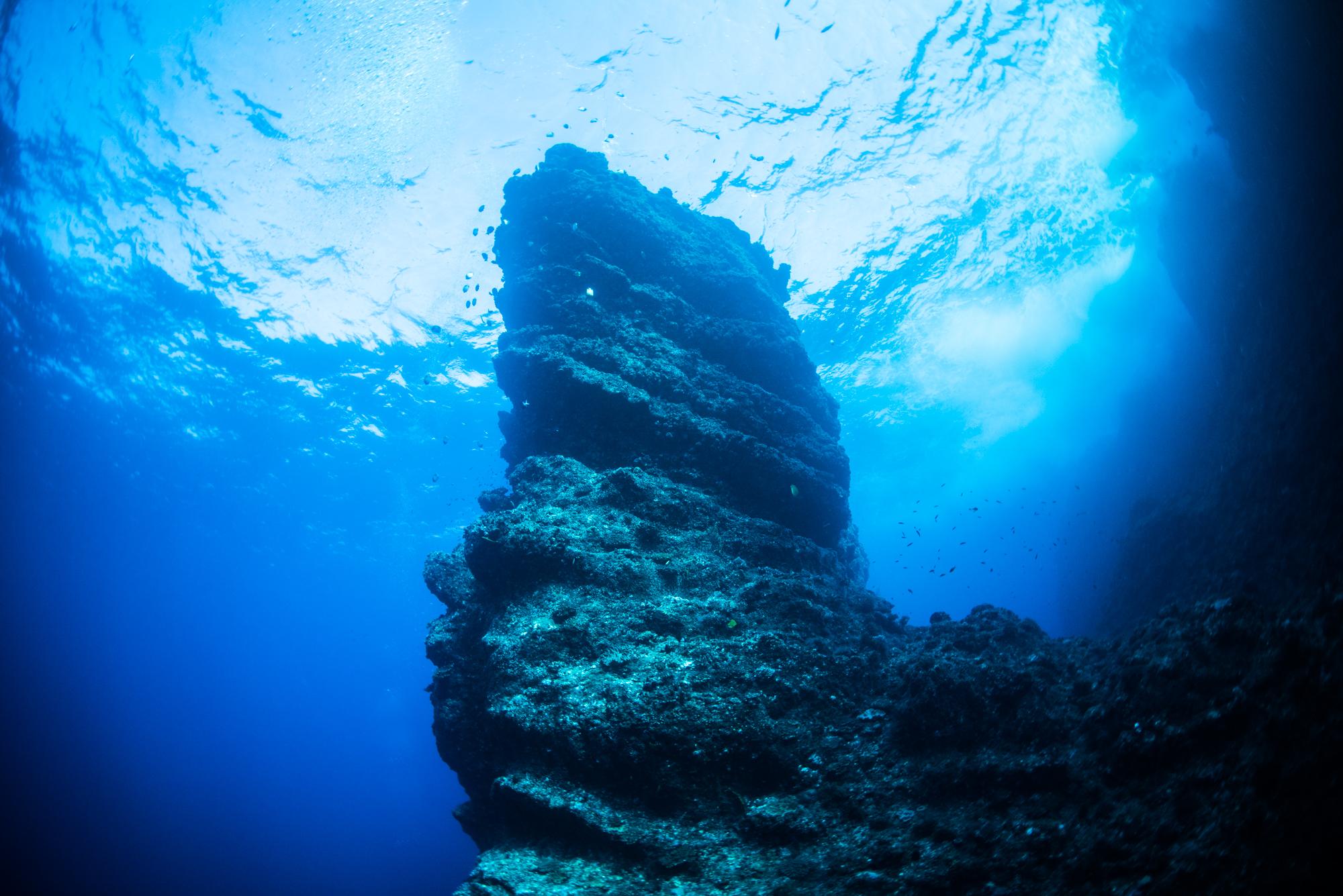 バべルの塔のような巨岩