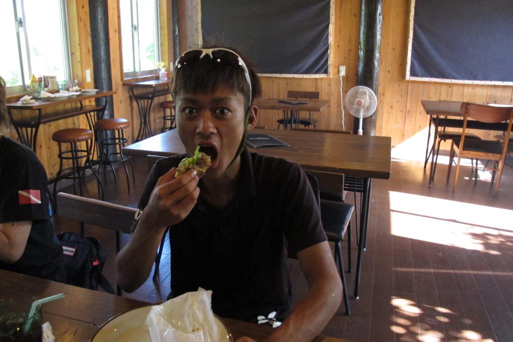 沖縄北部にある島の絶品ハンバーガー屋さん「ベンジャミンバーガー」