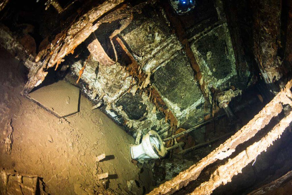 アメリカ駆逐艦のトイレ・沈没船