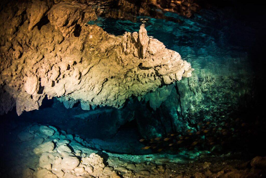 トライアングルホール・鍾乳洞